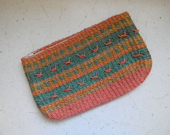 vintage. 80s Pastel Woven Clutch  // SUMMER FUN