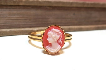 Vintage Cameo Ring - WWII Era - Lace / Scalloped Setting - Gold Plated - Adjustable - Pink Peach Salmon Cream off white Vintage