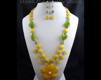 Yellow Shell Flower Pendant, Necklace, Dangle Earring, Yellow Jade, Sterling Silver, Sun, Two Piece Set, Pearls, Gemstone, Crystals, Jewelry
