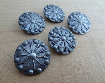 "5 Dark Pewter Round Buttons. Arrows. Medieval Costumes. Shank Buttons. 1"" round. BTTN45"