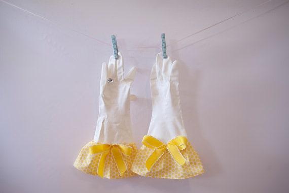 Yellow Dot Glamour Gloves