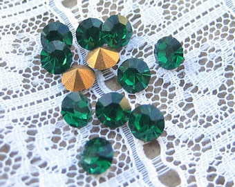 SS19 Preciosa Emerald Green Round Rhinestones Machine Cut