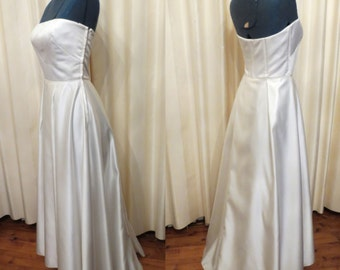 Made in Australia by Studibaker Vintage Sexy Simple Off White Strapless Wedding Dress Full Floor Length With Small Train