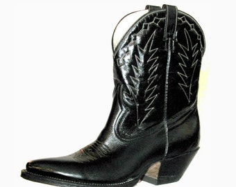 Vintage Peewee Cowboy Boots Womens Black Leather Cowpunk Shorty Western Boots Wms size 6 1/2
