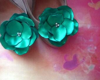 Shoe Clips emerald green Satin Flowers with Rhinestone Center Handmade Green wedding