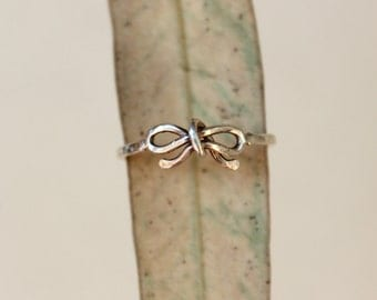 Small Bow Reminder Ring