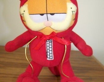 """Garfield  1970's Plush Red Devil Costume - Gift for Him/Her/Kids - Suction Cup for Home or Car Window  - 7"""" - Excellent Condition"""