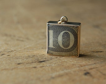 Vintage 9 CT British banknote charm ∙ TEN POUNDS