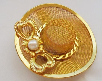 Vintage 3D hat with bow detail Brooch.60s