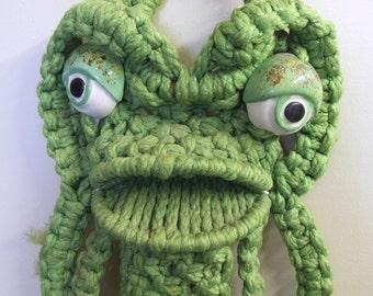 1970s Macrame Frog - Towel Holder - Wall Hanging