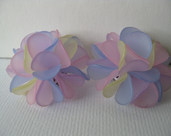 Exceptional Vintage Mod Pastel Flower Clip Earrings