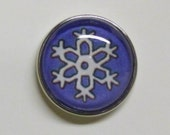 Popper Chunk Interchangeable Snap Charm Snowflake on Purple Background
