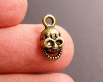 24 Skull charms - 24 pcs antique brass bronze skull - smiley skull charms-  BAZ80