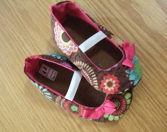 pink flowered mary janes for babies size 12-18 months