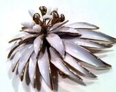 KRAMER stamped WHITE Enamel Floral Pin Brooch Novelty Figural 3D wow Large Designer Golden Unusual Authentic Vintage Jewelry artedellamoda