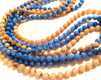 Cool FLAPPER Long Necklace BLUE Beige Swirled Ball Beads OLD Plastic Molded Necklace Authentic Vintage Jewelry artedellamoda talkingfashion
