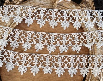 Very cute off ivory  color    venice  lace  2  yard listing