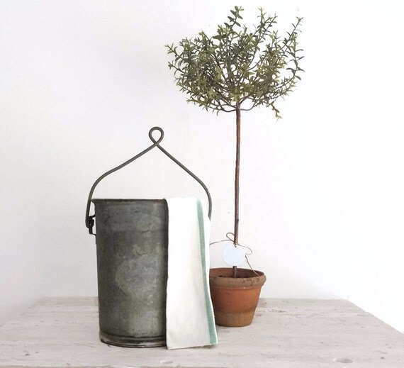 Rustic farmhouse antique metal water well bucket pale with for Galvanized well bucket