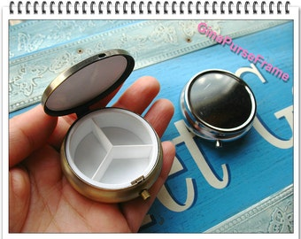 5cm Pill box / Trinket box / Pill case / Ring box / patch-work base metal frame (2color) // bag pouch making-1piece