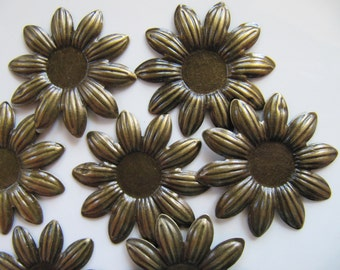 5 Flower Cabochon Setting, BEZELS, Light Weight, Stamping Pendants, 38mm, 12mm Tray, Bronze Tone, NO Hole