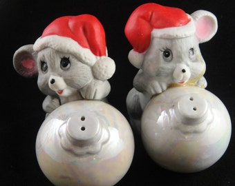 Mice with Santa Hats Holding Christmas Ornament Shakers 1986