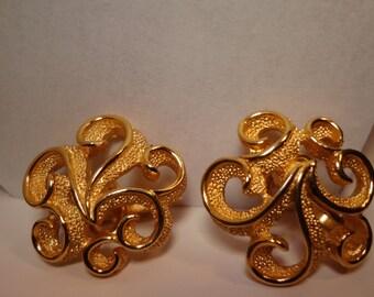 Trifari Clip On Earrings Clip On Earrings Gold 3D Trifari Earrings