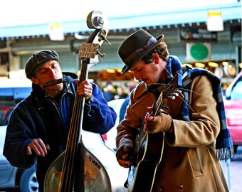 street muscians at Pike's Place Market