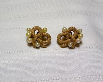 Vintage Crown Trifari textured gold tone bows..Wedding...pearl clip earrings