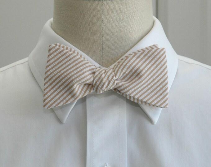 Men's Bow Tie, tan seersucker, wedding party tie, elegant beige bow tie, groom bow tie, groomsmen gift, wedding accessory, self tie bow tie