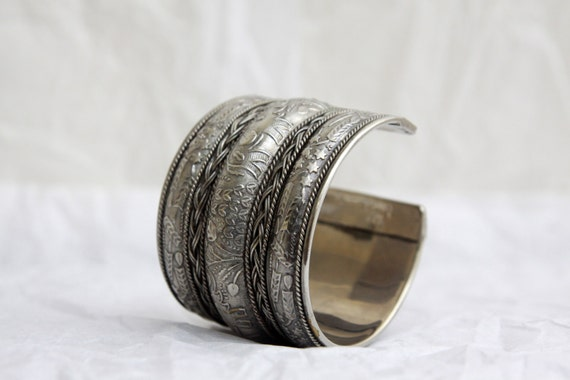 Women's Silver Bangle Cuff Bracelet . Vintage Silver Tone Metal . Winter Christmas . Chunky Braid Wheat Elephant