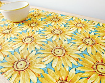 Quilted Table Runner, Sunflower Table Runner, Yellow and Blue Table Runner, Sunflower Decor, Summer Decor, Sunflower Table Topper