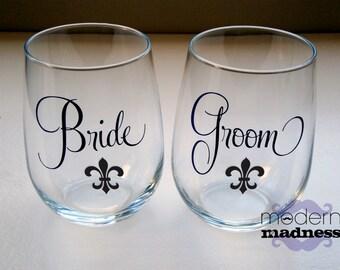Mr and Mrs - fleur de lis - Wine Glasses - (set of 2)