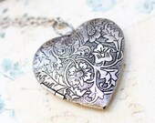 Large Heart Locket Necklace Silver Floral Locket Pendant Vintage Style Gift for Women Picture Locket Romantic Mothers Day Valentines Jewelry