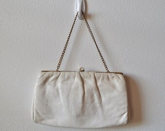 Vintage Leather Clutch Handbag 1960s White Leather Purse with Gold Frame and Small Chain Small White Clutch with Hide Away Chain Handle