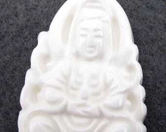 Good Luck Tridacna Shell Tibetan Buddhist Meracy Kwan-Yin Buddha Amulet Talisman Bead Pendant 34mm x 20mm  T2348