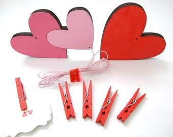 Artwork display hanger- hearts, pink and red valentine's gift-  kids wall art,  displaying kids art