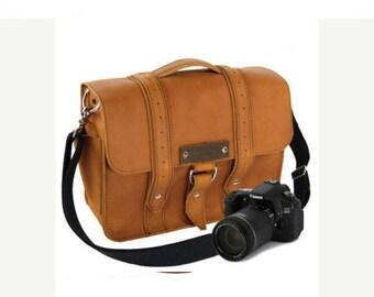 "15"" Bourbon Sonoma Voyager Leather Camera Bag"