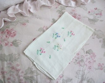 Vintage Pale Ice Green Embroidered Floral Guest Hand Towel H59