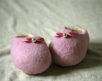 Light pink wool felt slippers with pink bow and bell decors, baby slippers