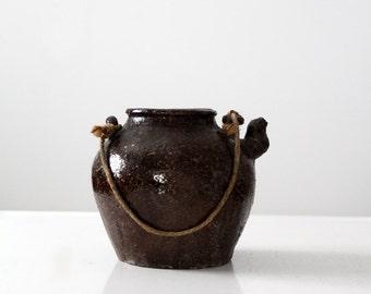antique American stoneware bean pot, primitive pottery, farmhouse kitchen