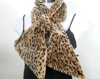 Vintage Faux Leopard Fur Scarf / Animal Print Accessory / Vintage 1980s Gap