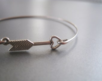 ARROW HEART bangle bracelet - Hunger games inspired