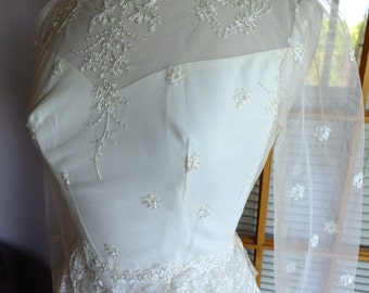 Vintage wedding dress 1970s embroidered tulle lace fitted with sleeves informal destination victorian wedding dress