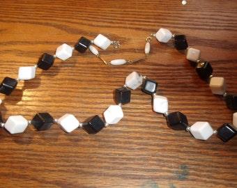 vintage necklace black white lucite