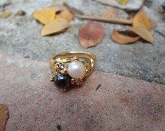 Vintage White and Black Pearl Costume Jewery Ring