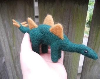 Needle Felted Stegosaurus / Wool Felt Green Dinosaur Figurine / Waldorf Soft Toy / Prehistoric Animal / Science Geek Sculpture