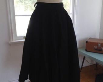 Jet Black Wool Felt Circle Skirt w-28 Medium