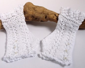 Women's white wedding lace wristwarmers / fingerless gloves. Small.