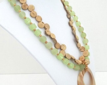 Vintage Robert Rose Frosted Lime Lucite Beaded Necklace Abalone