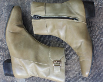 7 1/2 M / 1960's Ankle Boots / Leather Women's Shoes / Ankle Buckle Tan Leather Boots